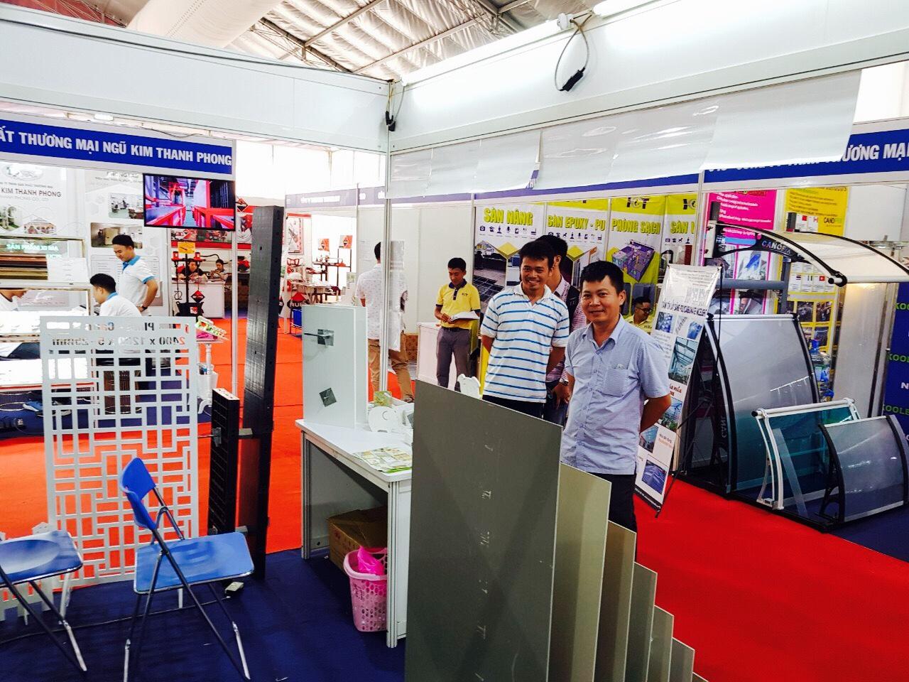 Hội chợ VIETBUILD ngày 3 - tấm ván nhựa Pima